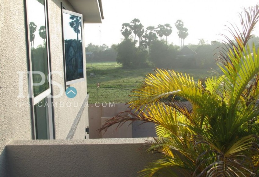 For Sale: 3-Bedroom Modern Villa with Swimming Pool - Siem Reap