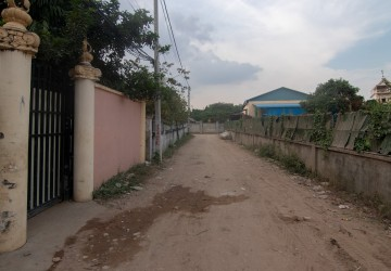 864 sq.m Land For Sale - Chbar Ampov, Phnom Penh