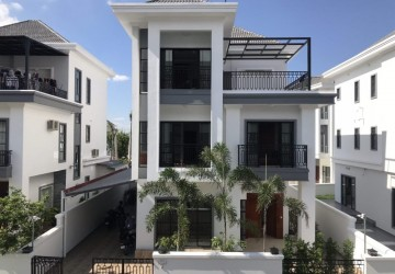 4 Bedroom Townhouse For Rent - Chak Angrae Kraom, Phnom Penh