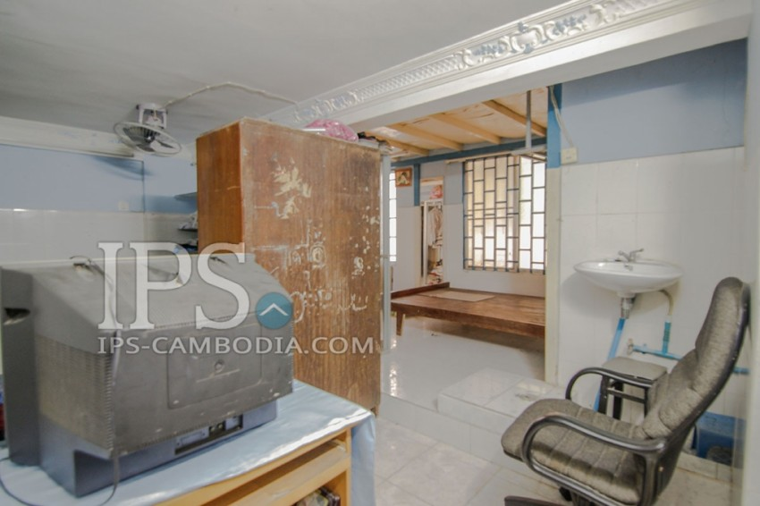Five Bedroom Townhouse in Boeung Tumpun For Sale