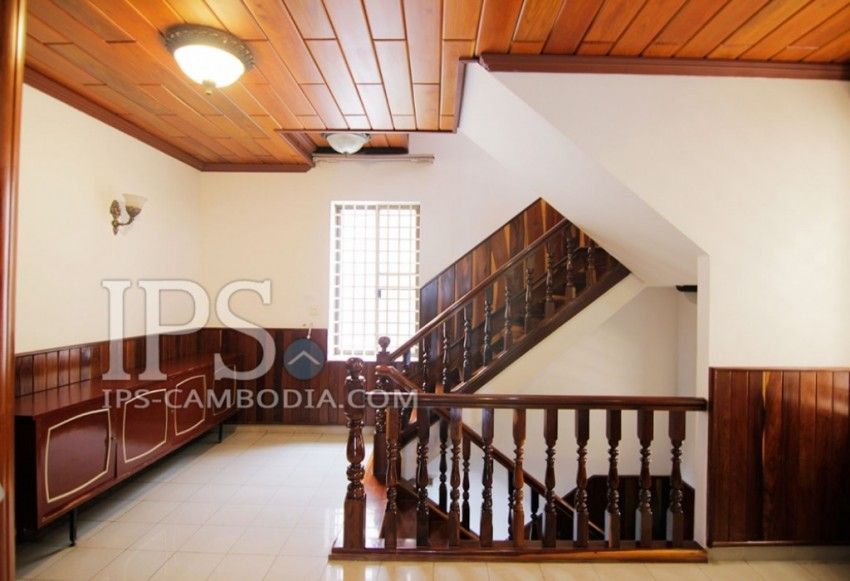 Six Bedroom Townhouse For Rent in 7 Makara - Phnom Penh