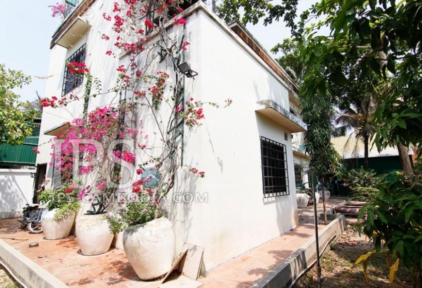 Uniquely Designed House for Sale in Boeung Tumpun