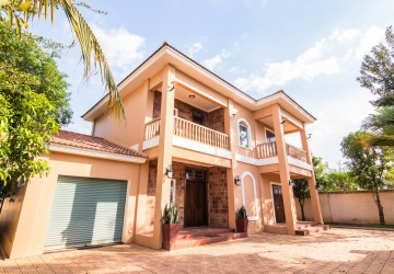 Western  Style 4 Bedroom Villa For Sale - Svay Dangkum, Siem Reap