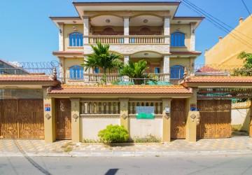 Commercial Villa For Rent - Phsar Daeum Thkov, Phnom Penh