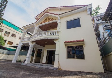 5-Room Commercial Villa For Rent - Toul Tompoung, Phnom Penh