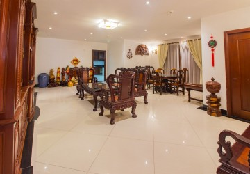 4 Bedrooms Apartment For Rent - Toul Tompong, Phnom Penh