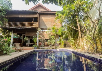 4 Bedroom Wooden Villa For Sale - Wat Damnak, Siem Reap