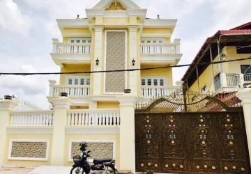 7 Bedroom Villa For Rent - Boeung Tumpun, Phnom Penh