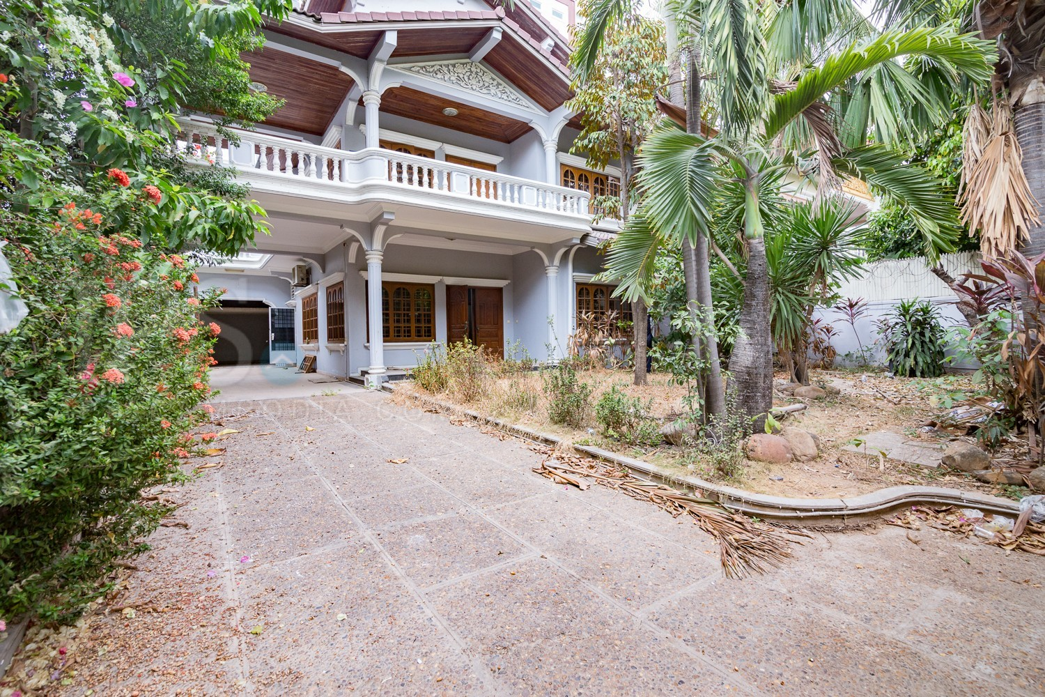 5 Bedrooms Villa For Rent - BKK1 , Phnom Penh