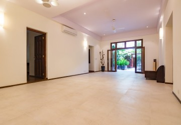 3 Bedroom Apartment For Rent - Wat Phnom , Phnom Penh
