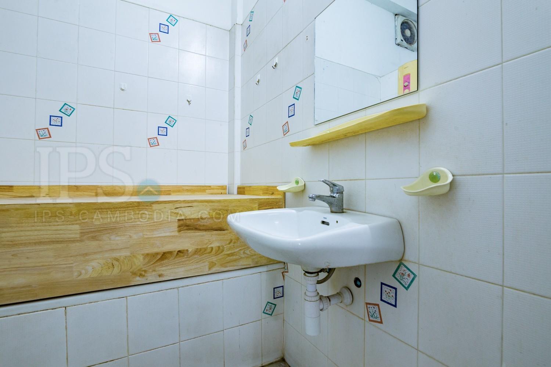 5 Bedrooms Flat For Rent - BKK1, Phnom Penh