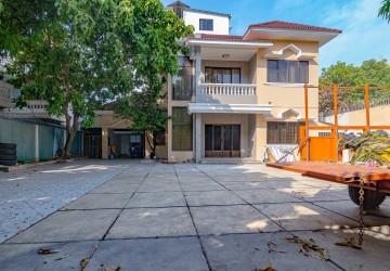 4 Bedrooms Commercial Villa For Rent - Toul Svay Prey, Phnom Penh