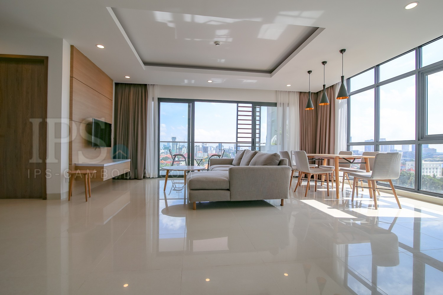 3 Bedroom Apartment For Rent- Tonle Bassac , Phnom Penh