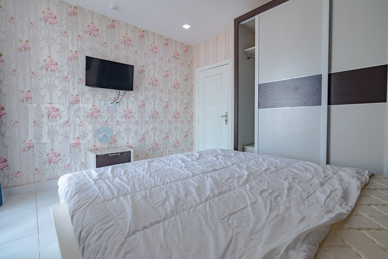 2 Bedrooms Apartment For Rent -Toul TomPong, Phnom Penh