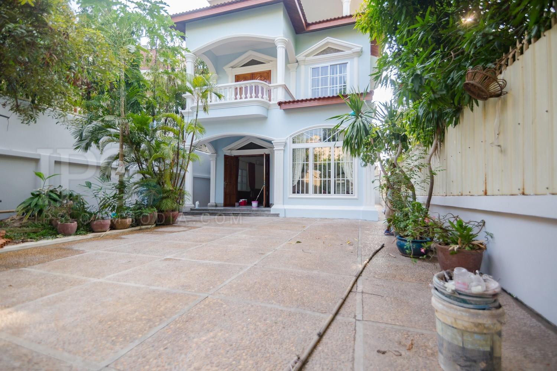2 Bedrooms Villa For Sale- Tonle Bassac, Phnom Penh