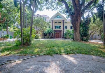 20 Bedrooms Commercial Villa For Sale - Tonle Bassac, Phnom Penh
