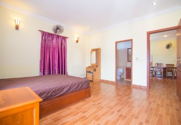 2 Bedrooms Apartment For Rent - Phsar Chas, Phnom Penh