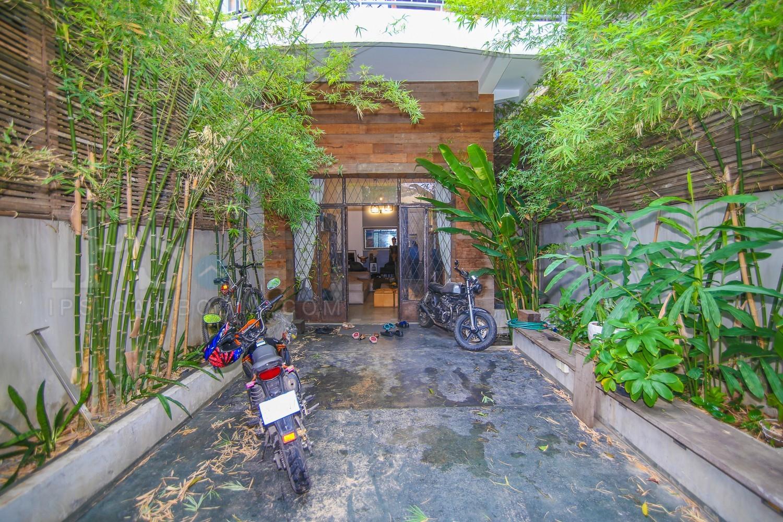 4 Bedrooms Townhouse For Rent in BKK3, Phnom Penh