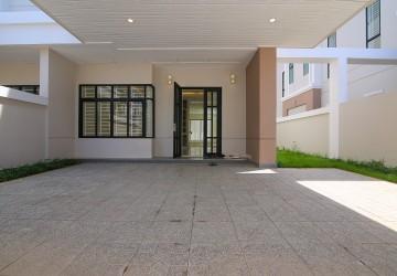 4 Bedrooms Villa, For Rent In Chak Angrae Kraom, Phnom Penh