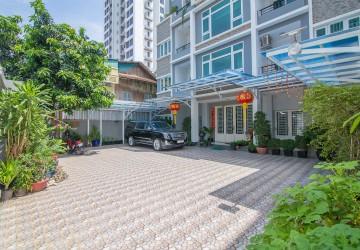 Large Studio Apartment For Rent - BKK3, Phnom Penh