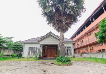 Villa 3 Bedroom  For Sale in Svay Dangkum, Siem Reap