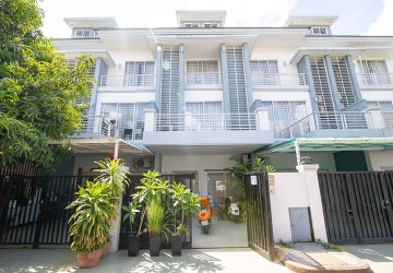 4 Bedroom Linkhouse For Rent - Nirouth, Phnom Penh