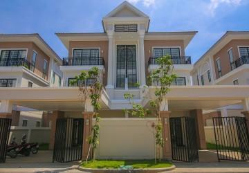 4 Bedrooms Twin Villa For Sale- Chak Angrae Kraom, Phnom Penh