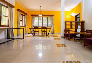 4 Bedrooms Townhouse For Rent - Tonle Bassac, Phnom Penh