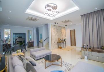 5 Bedrooms Villa For Sale - Chak Angrae Kraom, Phnom Penh