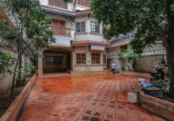 8 Bedrooms Villa For Rent - BKK 1, Phnom Penh