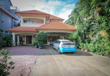 5 Bedrooms Villa For Rent - Toul Kork, Phnom Penh