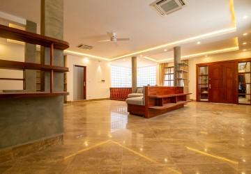3 Bedroom Villa For Rent - Tonle Bassac, Phnom Penh
