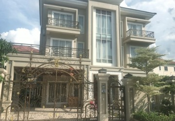 8 Bedrooms Villa For Rent - Sen Sok, Phnom Penh