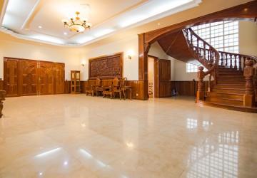 7 Bedrooms Villa For Rent - Daun Penh, Phnom Penh thumbnail