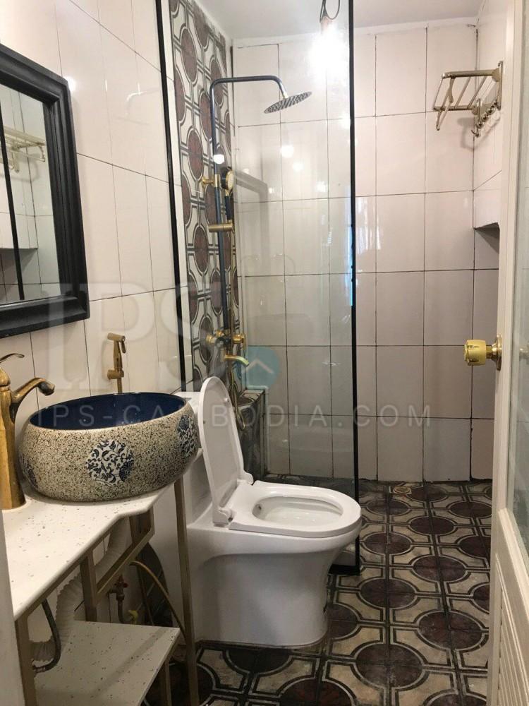 2 Bedroom House For Sale - Daun Penh, Phnom Penh
