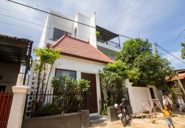 6 Bedroom  Villa For Sale - Slor Kram, Siem Reap
