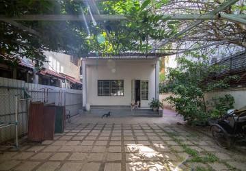 4 Bedroom Villa For Rent - Psar Doeum Thkov, Phnom Penh