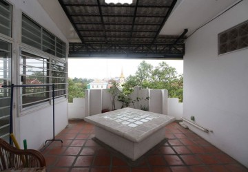 3 Bedroom Apartment For Rent - Daun Penh, Phnom Penh