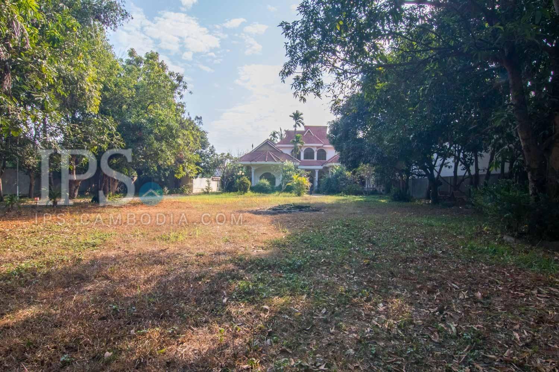 2906 Sqm Land with 5 Bedroom Villa For Sale -  Sala Kamreuk, Siem Reap