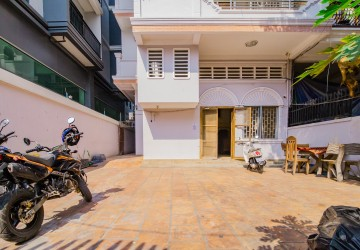 12 Room Commercial Townhouse For Rent - Tonle Bassac, Phnom Penh