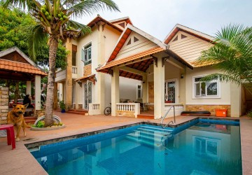 8 Bedroom  Villa For Sale- Preaek Pra, Phnom Penh
