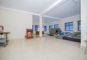 5 Bedroom Villa  For Rent - Teuk Thla, Phnom Penh