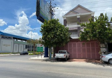 5 Bedroom Townhouse For Rent- Chak Angrae Kraom, Phnom Penh