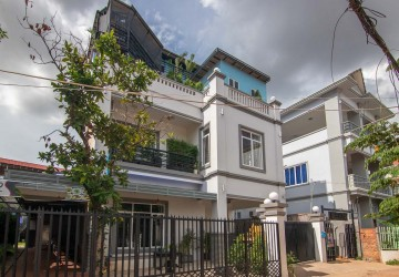 12 Bedroom Guesthouse For Sale - Night Market Area, Siem Reap
