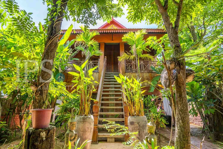5 Bedrooms Villa For Sale - Svay Dangkum, Siem Reap