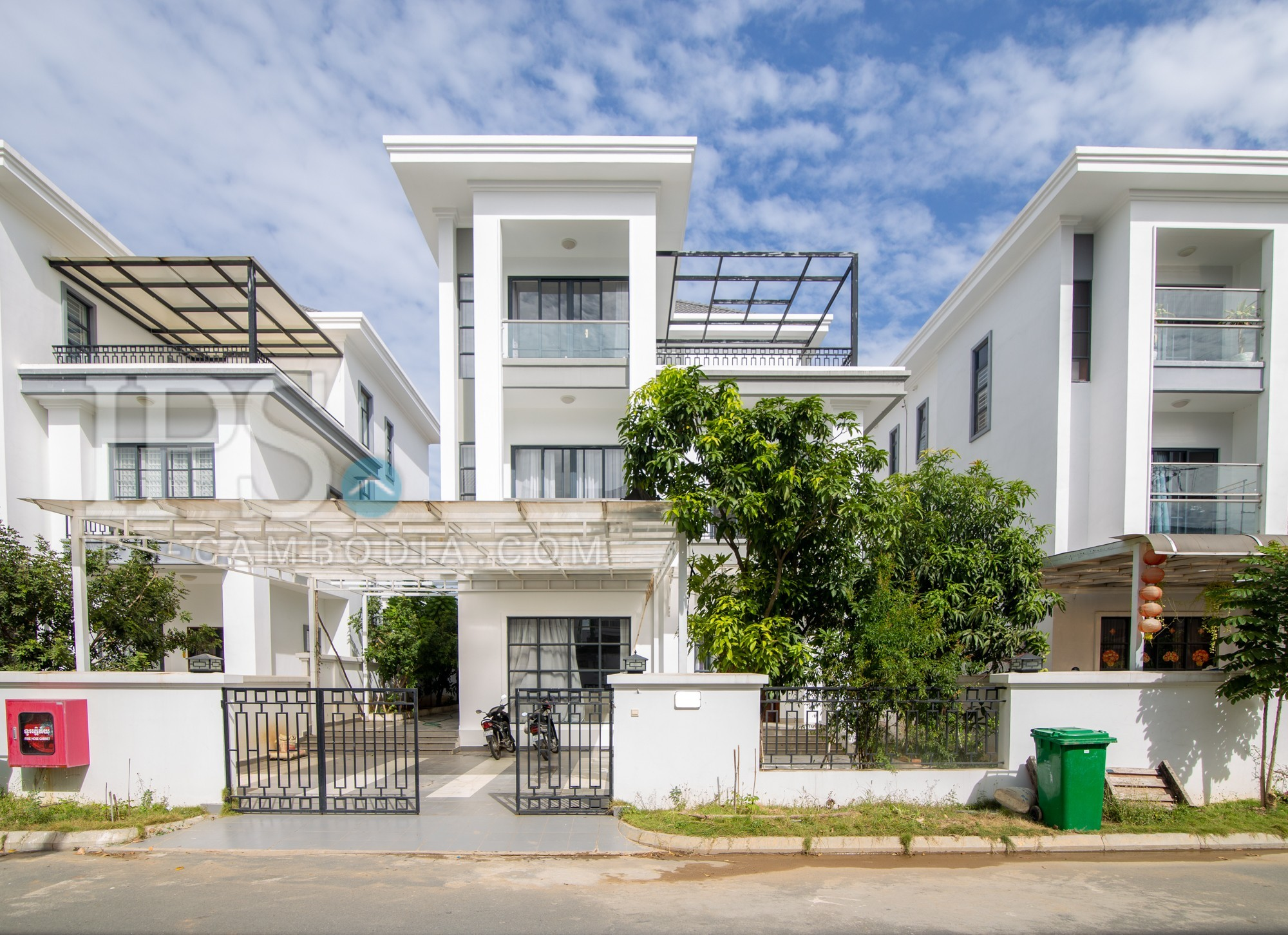 5 Bedroom Villa For Rent - Chak Angrae Kraom, Phnom Penh