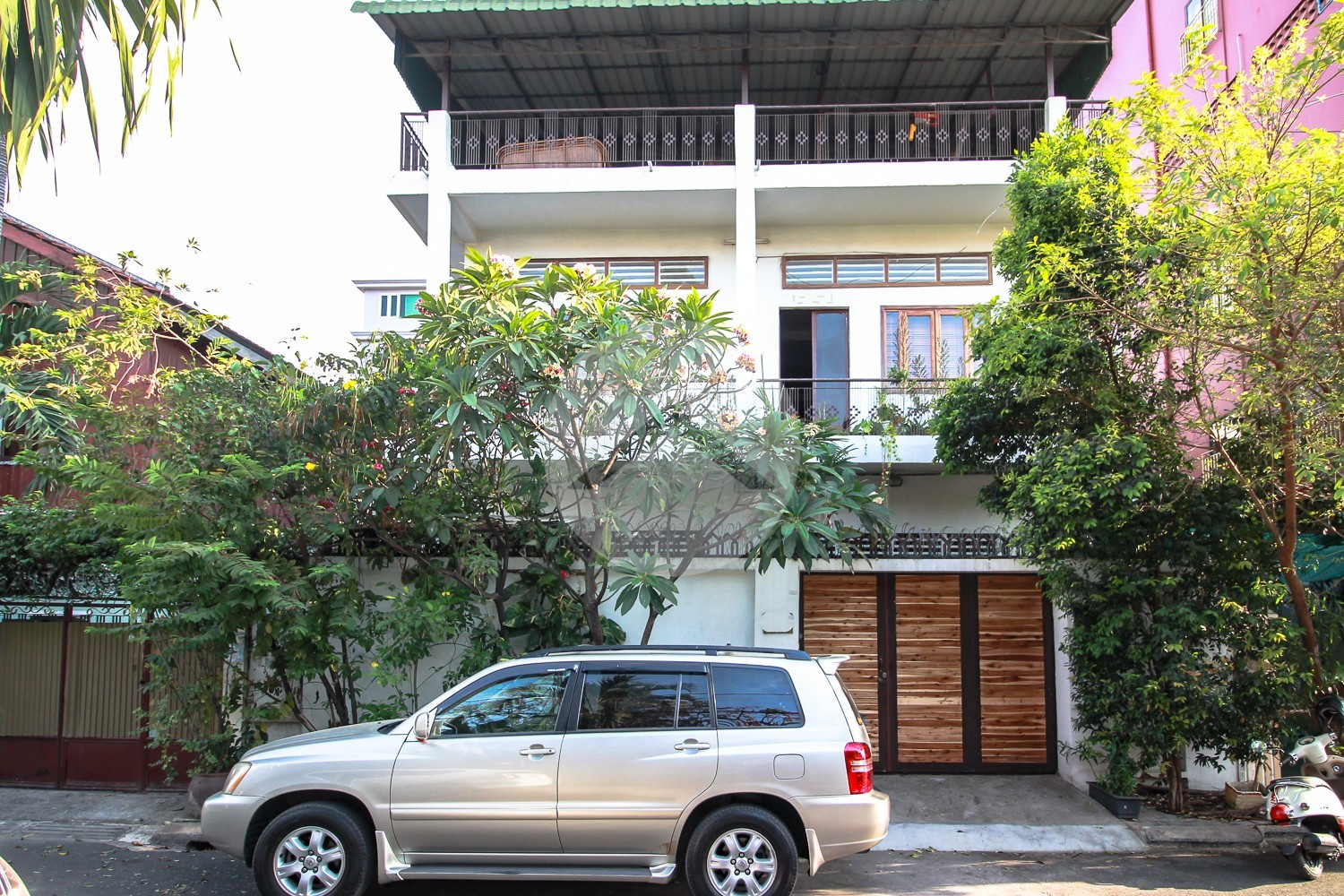3 Bedroom Townhouse For Rent in Beong Tra Bek, Phnom Penh