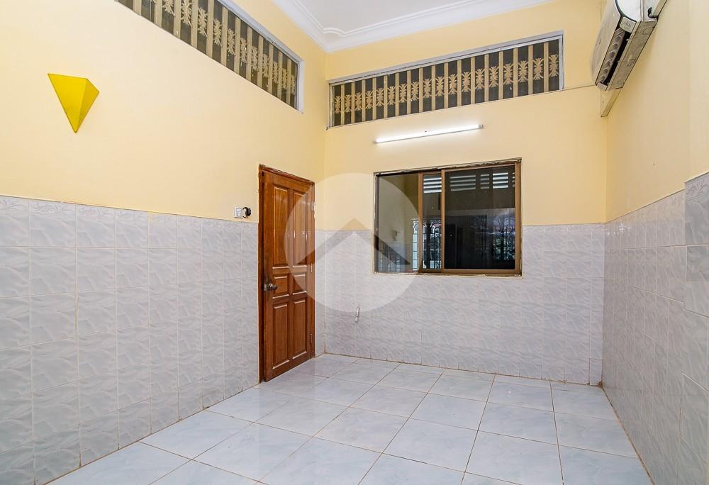 4 Bedroom Twin Villa For Rent - Chamkarmorn, Phnom Penh