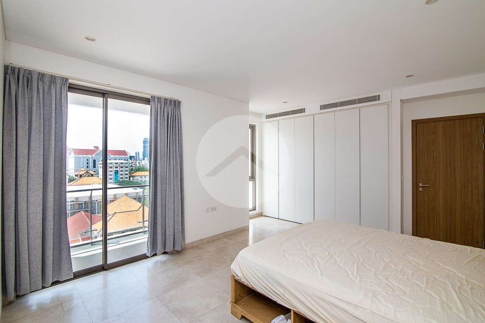2 Bedroom Condo For Sale - Tonle Bassac, Phnom Penh