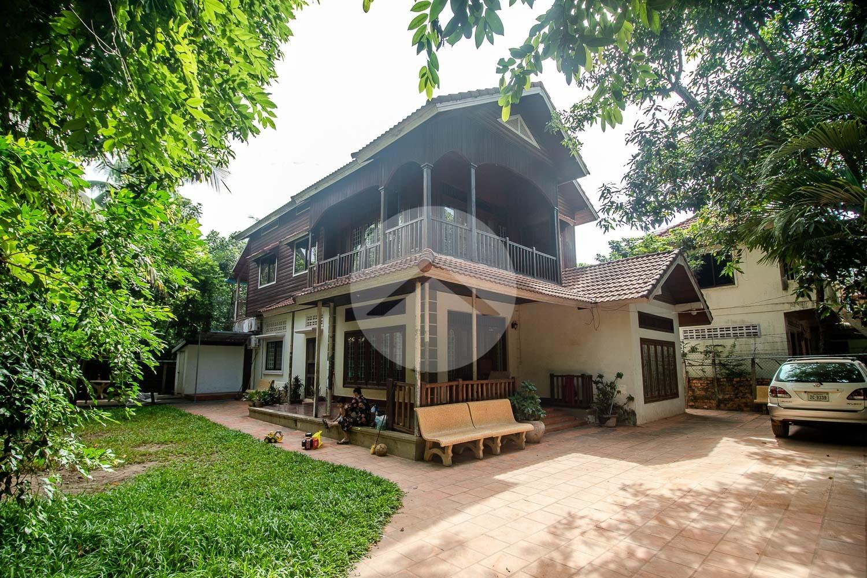 6 Bedroom Wooden Villa  For Sale - Slor Kram, Siem Reap